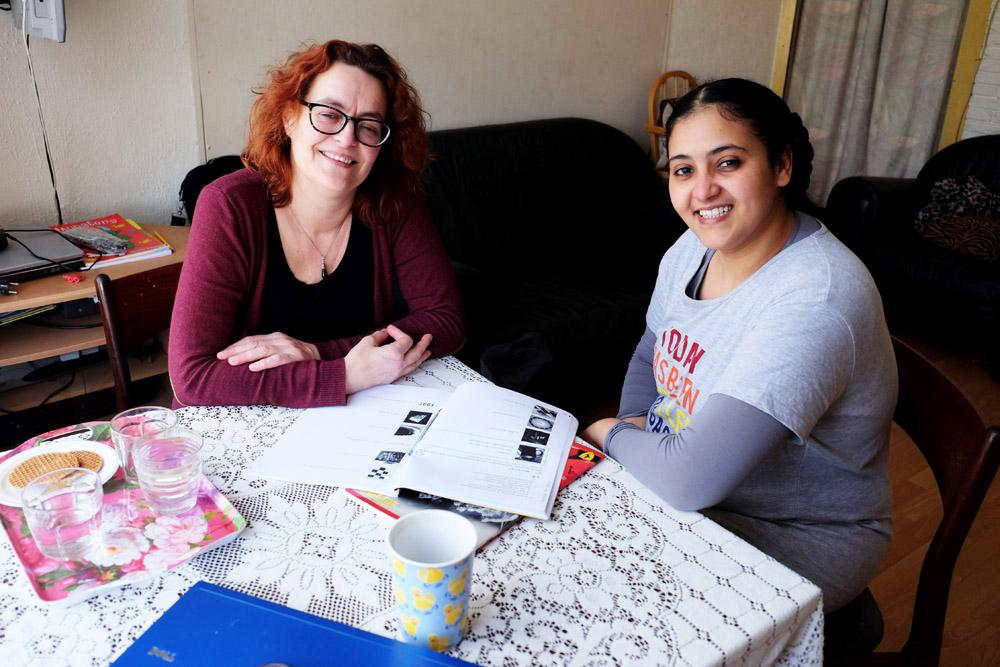 Taalcoach Sandra leert Nederlands aan Eiman